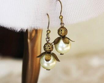 Pearl Earrings, bridal, bridesmaid, white pearls, off white pearls, wedding, bride