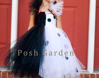 Cruella de Vil inspired tutu dress. Crocheted white and black top. White and black tutu collar with felt spots.