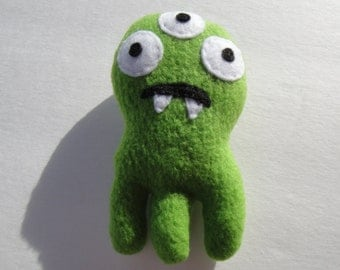 Oscar The Octomonster Catnip Toy - Pea Green