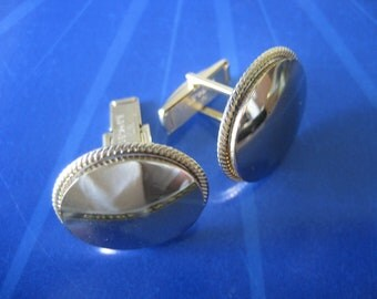 Vintage Gold Toned Round Cuff Links Pat. 2974381