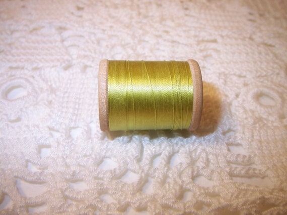 Vintage 1930s silk thread Belding Corticelli 50 yards lime green wooden spool
