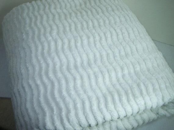 Vintage chenille bedspread full size white ripple design