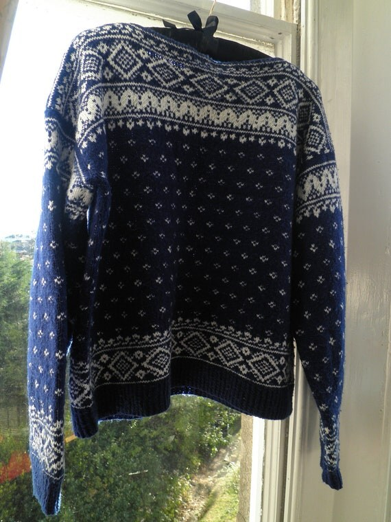 Vintage hand knitted blue & white fairisle wool jumper unisex M / L
