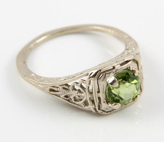Edwardian Art Deco ring 14K white Gold Peridot