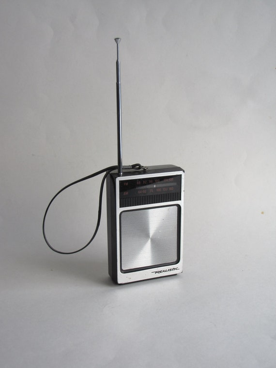 vintage realistic am fm transistor small portable radio. Black Bedroom Furniture Sets. Home Design Ideas