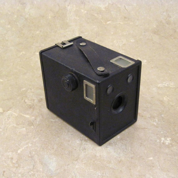 Agfa Ansco B-2 Cadet 120 Film Box Camera Late 1930's In good cosmetic and working condition.