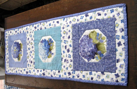 Quilted Snow Ball Table Runner with Violet Theme