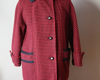 Beautiful Vintage 1950's or 1960's red & black hounds tooth coat.