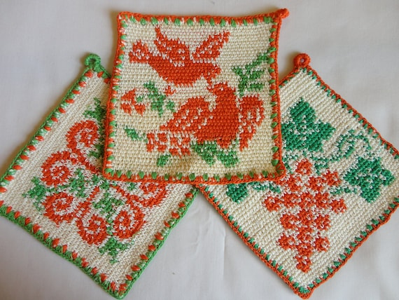 VINTAGE Pot Holders 1940s or 50s crochet 3 square green, cream and orange grape cluster, two doves and a flower never used