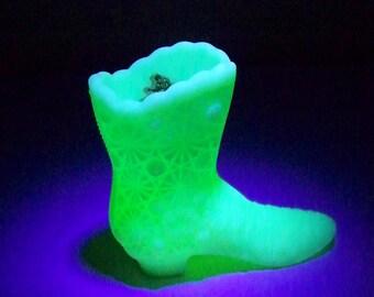 Vintage Fenton Satin Custard Glass Boot Vaseline Glass Glow Daisy and Button Original Sticker
