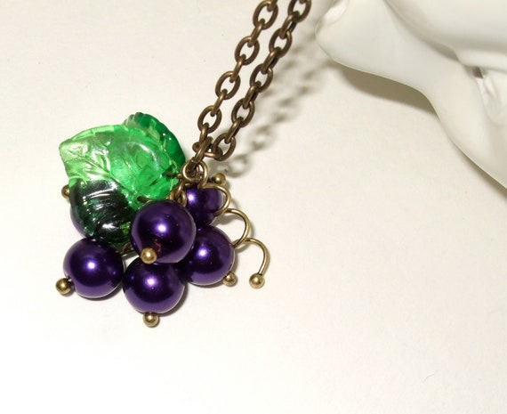 Grapes Necklace, Grapes Beads, Purple and Green, Fruit Jewelry, Bunch of Grapes, Wine Lover, Grapes Pendant, Vineyard Jewelry, Purple Grapes