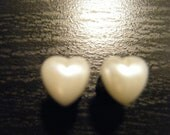2 Gauge Heart Pearl Plugs
