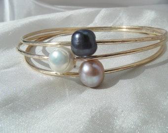 Freshwater pearl bangle set.