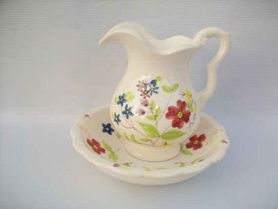 1970's Collectible Elizabeth Arden Pitcher and Basin