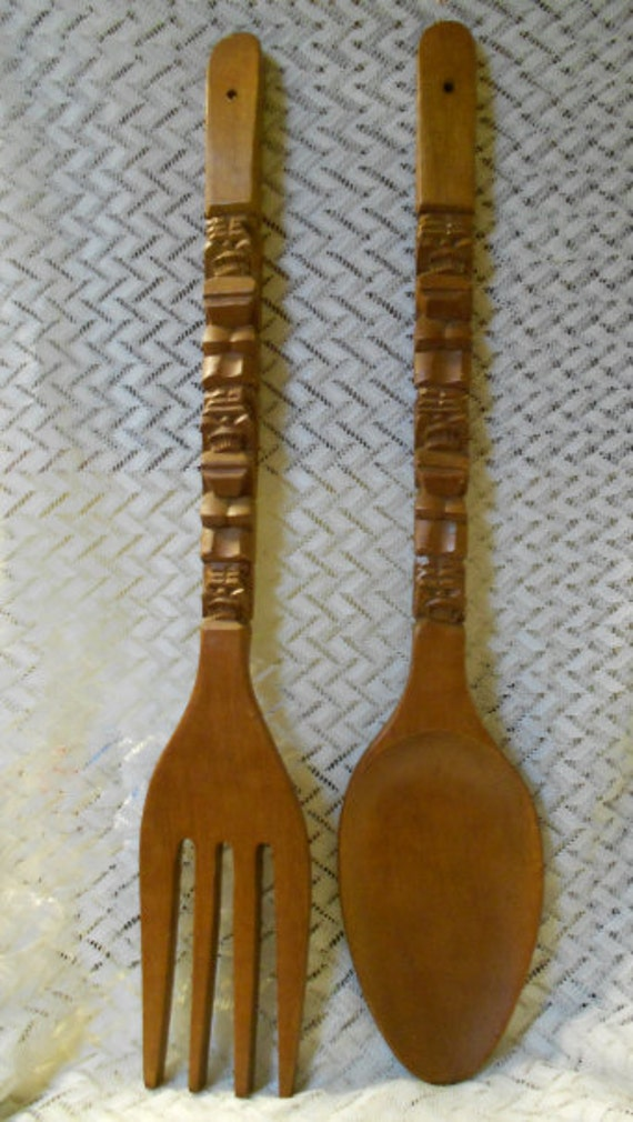 vintage large wooden carved fork and spoon by viksvintagejewelry. Black Bedroom Furniture Sets. Home Design Ideas