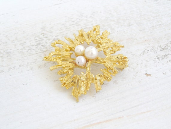 Retro golden Brooch, white pearls, Mod jewelry, mid century Brooch, Joan mad men, women's jewelry, Autumn gold, Christmas gift