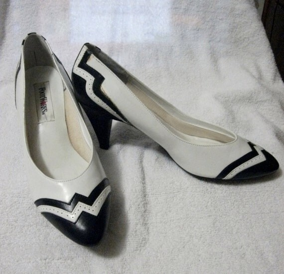 "Vintage Ladies Spectator Pumps with 3"" Heel in Black and White Size 9 Only 5 USD"