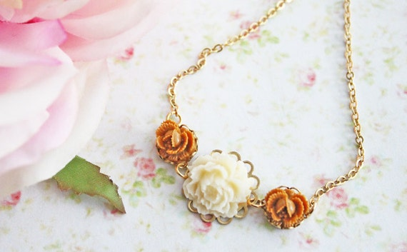 Ivory and Caramel Rose Flower Necklace.  Nature Inspired. Floral Jewelry. Fall Fashion. Delicate. Weddings. Bridesmaids Jewelry Set. Autumn.
