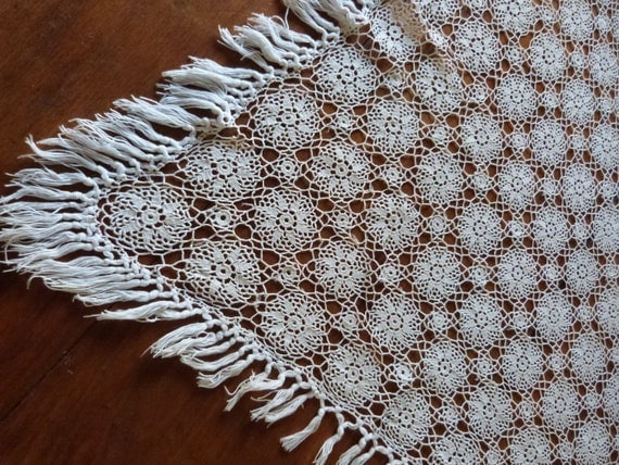 Antique French crocheted tablecloth w fringes, handworked crochet white table cloth diningtable linens w roses, arts and craft