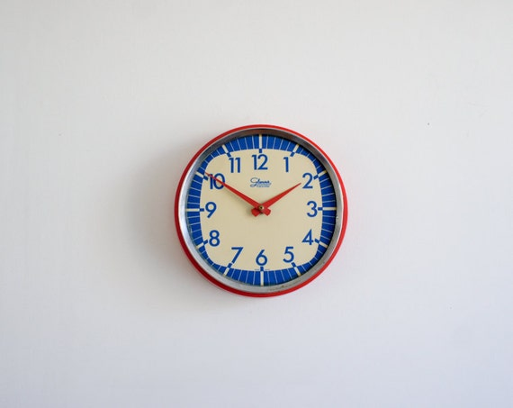 Vintage wall clock made by Glamour Transistor Spain from the 60's, decoration only