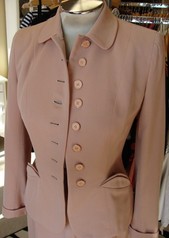 dusty pink WWII era 1940s SKIRT SUIT vintage dress suit wool S