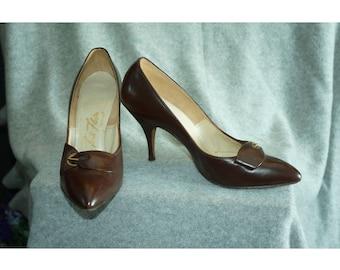 1950s shoes / 50s Dark Chocolate Brown Leather Heels