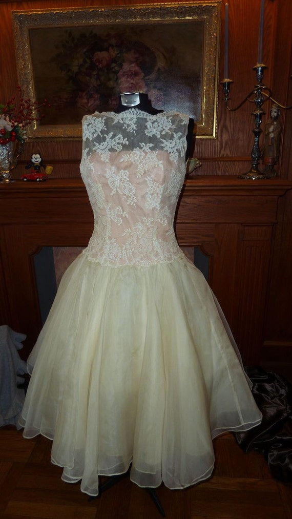 reeserved for E  1950s Beautiful lace evening gown with full skirt / prom