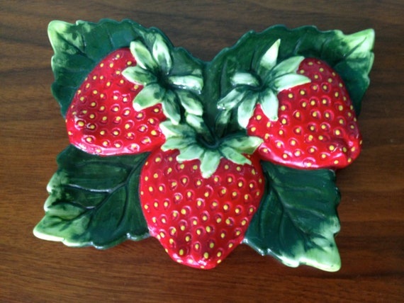 Vintage Retro Country Kitchen Strawberry Wall Hanging