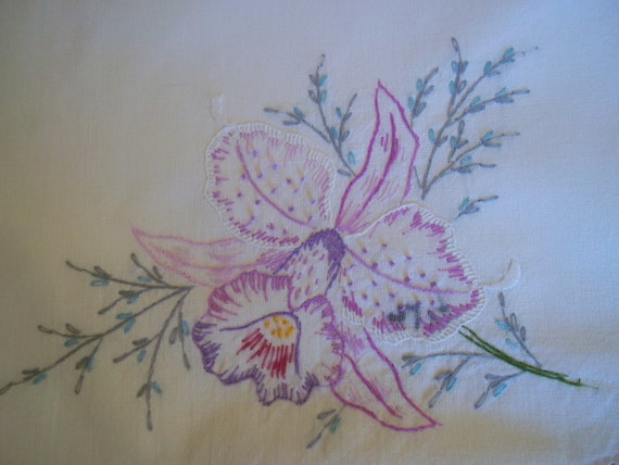 Vintage Gorgeous Hand Embroidered Lavender Purple Irises  Cotton scalloped Pillowcase