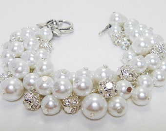 White Pearls and rhinestones bracelet, wedding bracelet, pearl and rhinestone,white bridal jewelry, bridesmaid gift, white chunky bracelet,