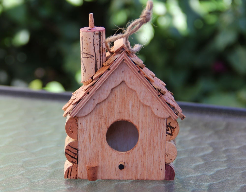 Small hanging birdhouse wood and wine corks for How to build a birdhouse out of wine corks