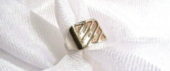 Sterling Silver Ring: Striped or Ridged - Size 6 - K1011