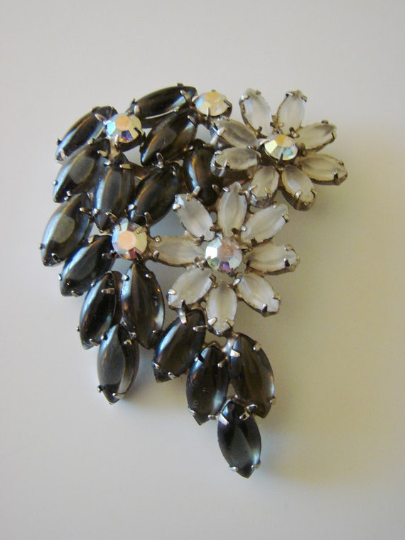 Outstanding Vintage Marquise Glass Aurora Borealis Brooch
