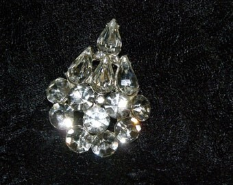 Vintage Brooch Tear Drop arrangement great Costume Jewelry Sparkle and Boom for that glistzie occasion