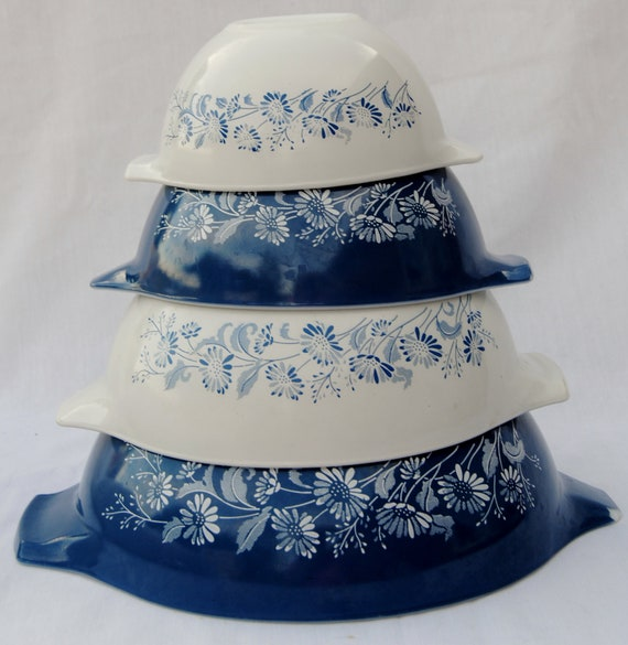 Pyrex bowl set Cinderella style in Colonial Mist