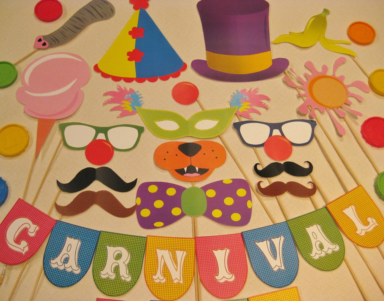 Pdf circus carnival photo booth props decorations craft for Art decoration pdf