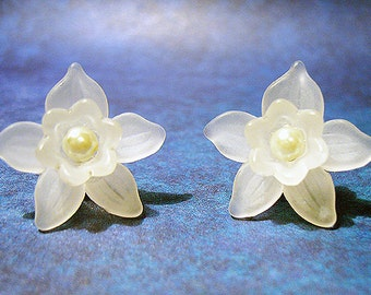 Winterblossom - White and Pearl Floral Earrings