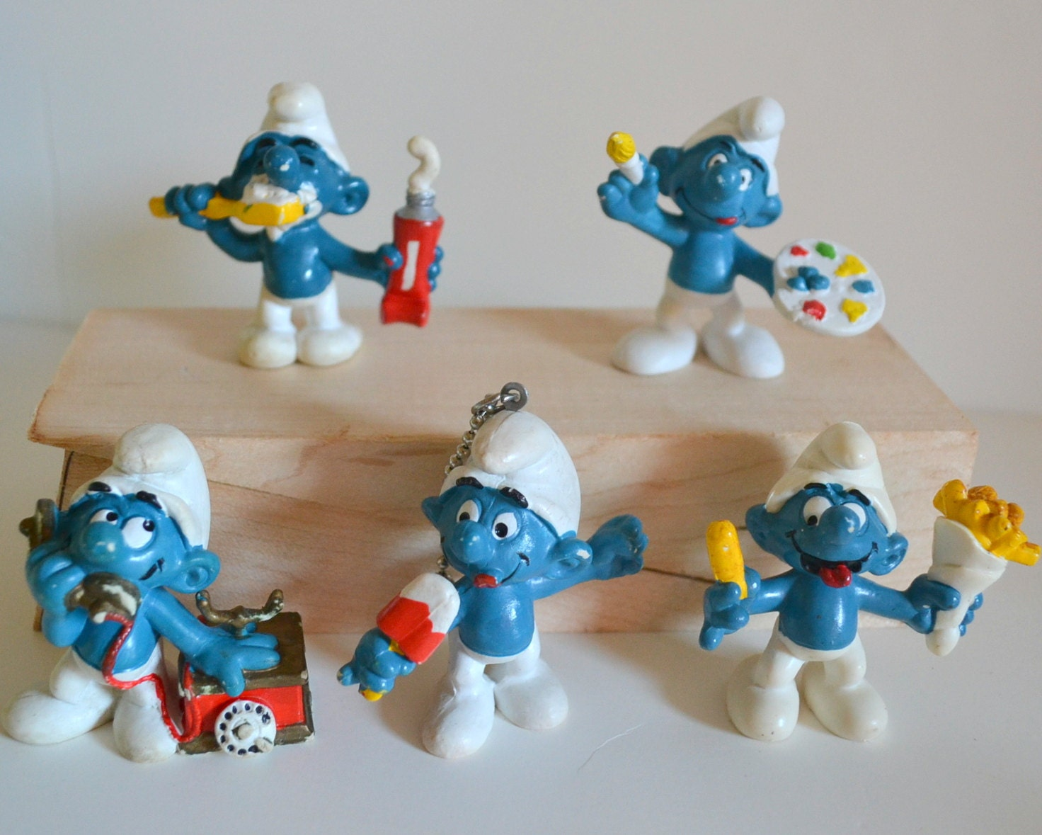 Toys From The 1980s : Smurfs vintage toys lot of figures painting food phone