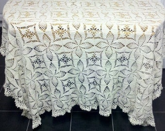 Table cloth, table cover in crochet