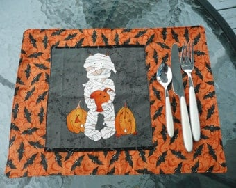 Halloween placemat with momie caracter