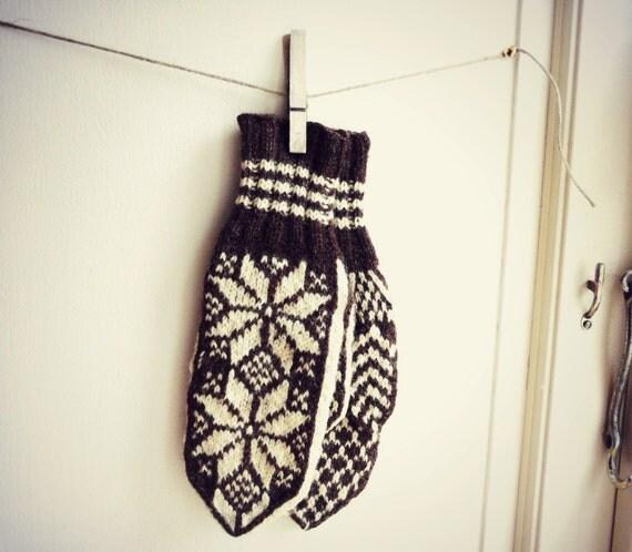 Vintage 1970s handknit wool mittens