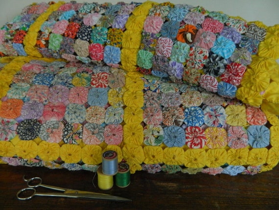 Fantastic Vintage Yoyo Quilt and Pillow Topper