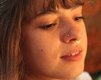 Petit flower gold nose stud - nose jewelry - tragur jewelry - nose stud