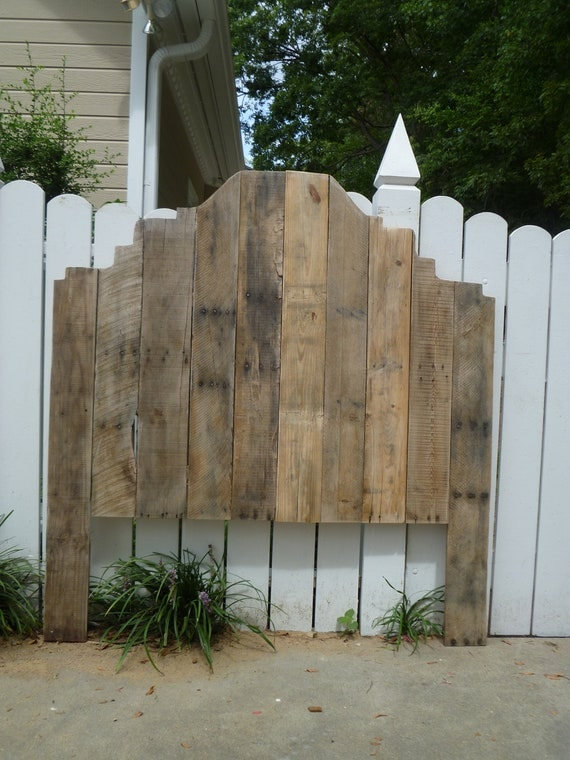 Items similar to shabby chic pallet headboard full size for Pallet shabby chic