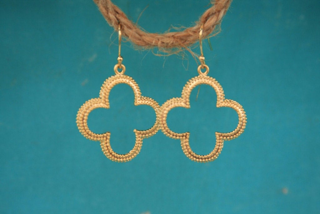 Flash Sale Matte Gold Clover Earrings Great For Bridesmaids