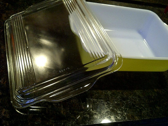 Banana Yellow Pyrex Casserole Baking Dish with Lid