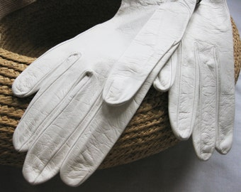 Vintage Kid Leather Gloves in White with Navy Trim Made in France, Size 6 1/2