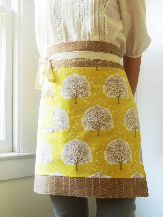 Joel Dewberry yellow fall trees/raspberry flowers reversible half apron - women's  - yellow, cream, brown
