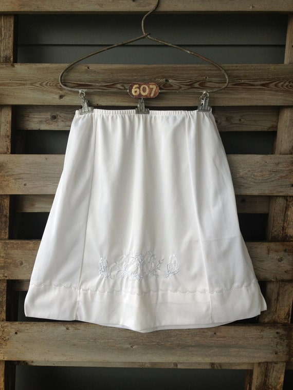 Sale Montgomery Ward Vintage Short Slip White With Embroidered