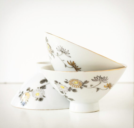 Vintage Japan Bowl Porcelain Chrysanthemum Rice Bowls, YY Made in Japan, Set of Three